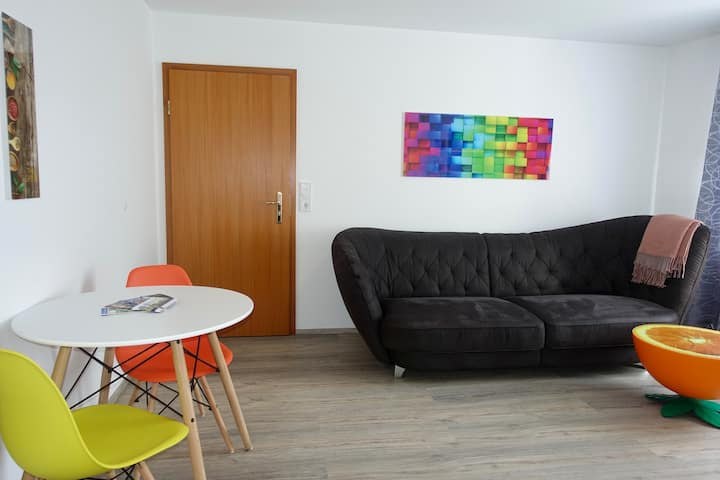 Farbenfrohes 2 - Zimmer - Apartment in der City