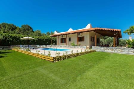 Gorgeous villa with pool & gardens - Agios Ioannis - 独立屋