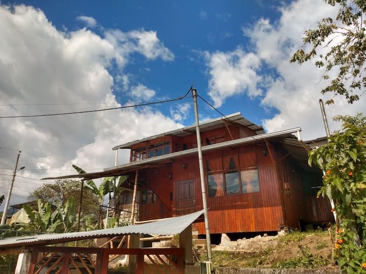"""Casa en """"El rincón familiar"""" en Mindo"""