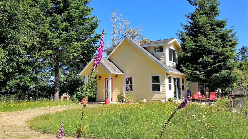 Cottage de Amor - Stunning Ocean & Mountain Views