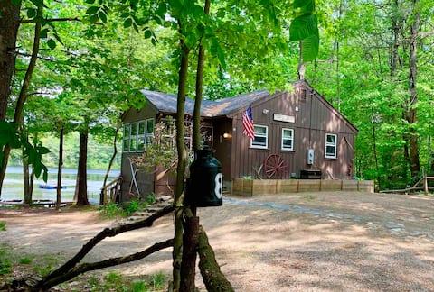 Cozy 4-season waterfront cottage, serene