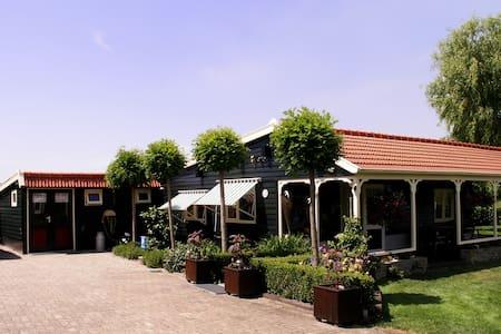 Cottage in het buitengebied - 베르헌옵좀 - 통나무집