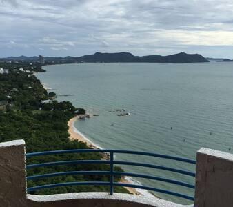 Beachfront 27th floor breezy 106 sqm apartment - Tambon Na Chom Thian