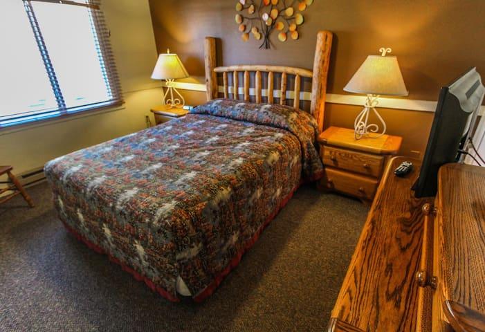 Cozy queen bed! - Jackson Hole Towncenter