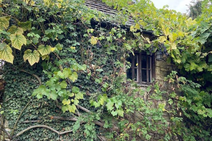 Tiny stone house in beautiful garden!