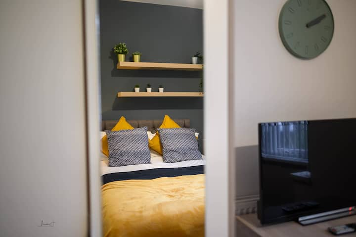 ⭐️Budget Double Room with Private Bathroom⭐️