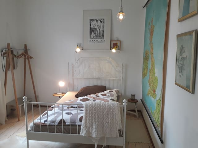 cosy bedroom with own bathroom - Aschaffenburg - Leilighet