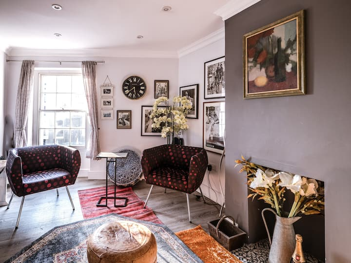 Walk into Town from this Artsy Flat in County Town