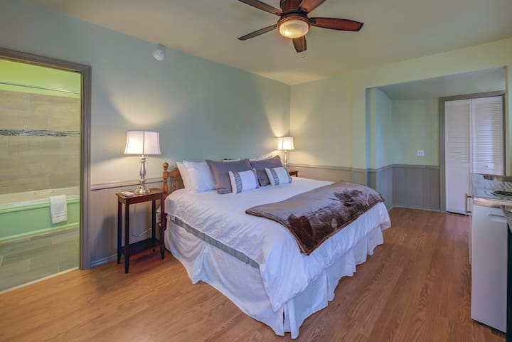 Chamomile Suite at Carlisle Garden Suites