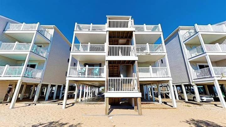 WILLIAM & MARY #11B - Tastefully Furnished Oceanfront Condo Short Distance to Carolina Beach Boardwalk