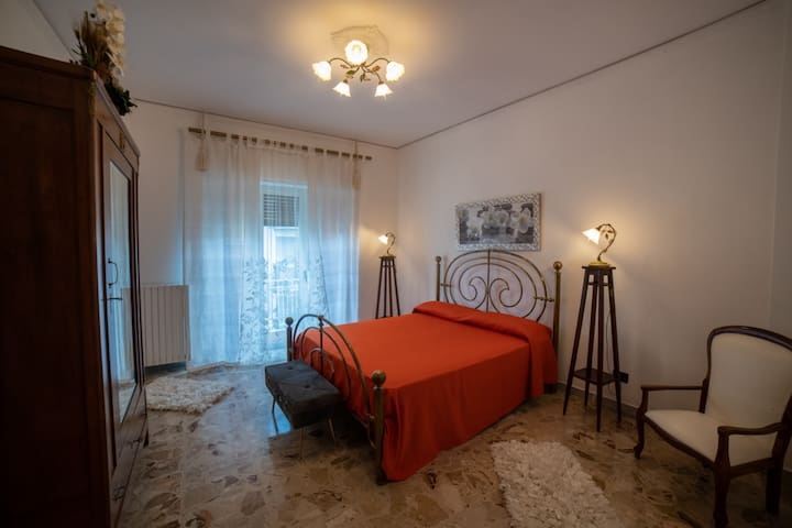 "B&B PalazzoArmini Camera matrimoniale""Le Orchidee"""