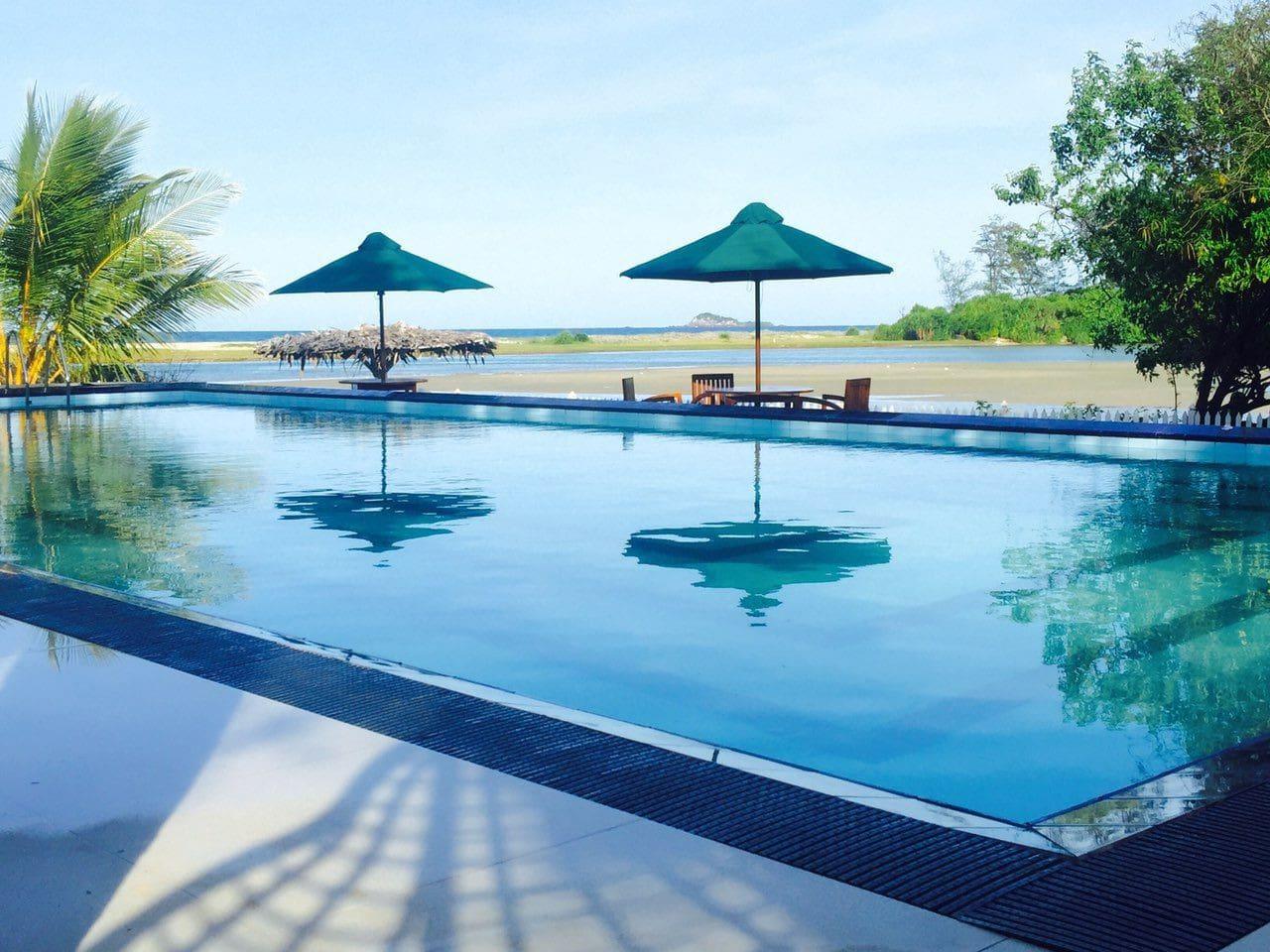 beautiful calm environment near the beach   swimming pool  restaurant  fresh seafood