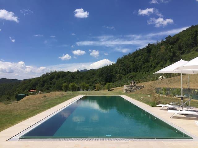 Villa 16 pax with pool. WiFi, BBQ near 5Terre