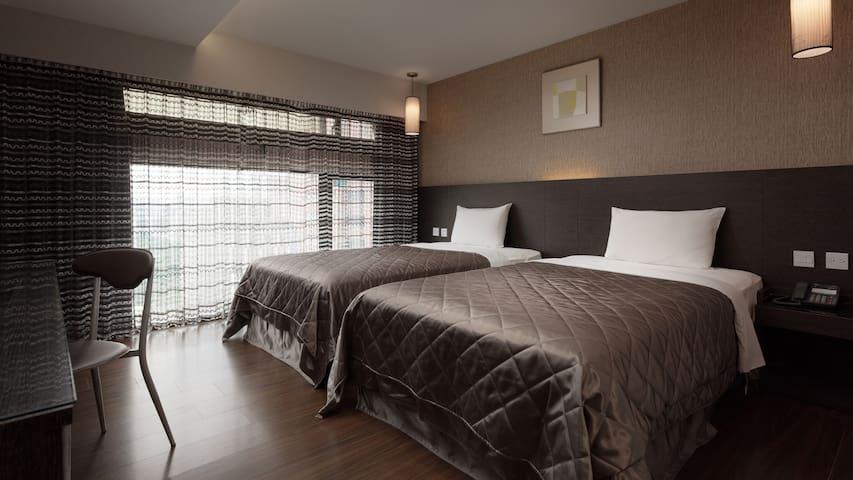 三多商圈站步行3分鐘Fine Hotel#01標準雙床房(含獨立衛浴、電梯)