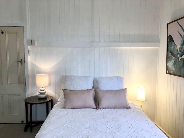 TOP LEVEL - THIRD BEDROOM
