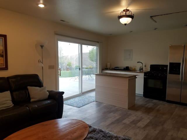 I bedroom Apartment, kitchen, living room, bath.