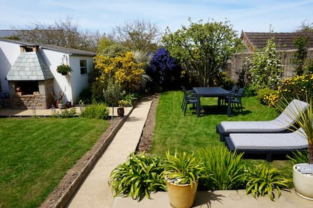 Little gem in the heart of Barfleur - Casa