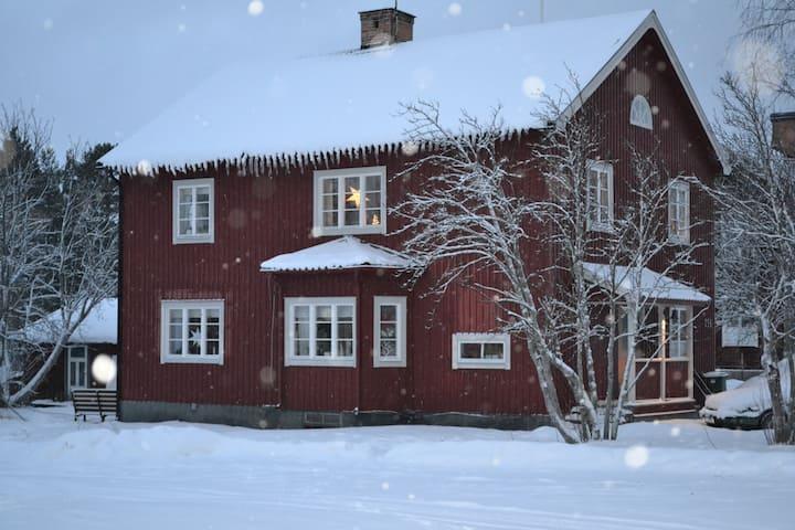 Hemtrevligt och naturnära i Hedeviken