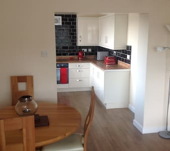 Modernised, Bright, Airy and Clean 2 Bed Semi