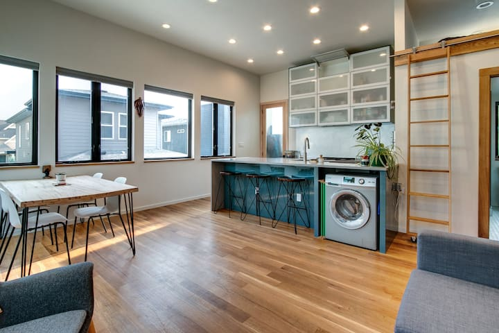 Unique Modern Loft Near Downtown