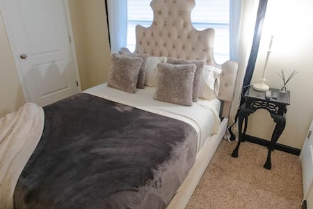Private Queen bedroom near dowtown-ROOM A