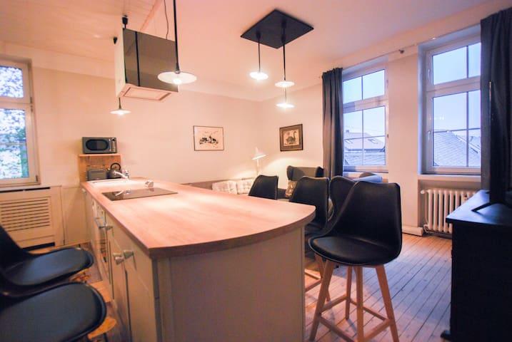 Gemeinsam kochen, essen und entspannen im offenen Wohn- und Essbereich - Cook, eat and relax together in the open concept kitchen and living space