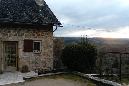 Jolie petite maison dans le Vallon - Salles-la-Source - บ้าน
