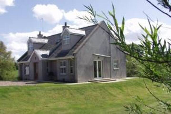 Erne Retreat- Self Catering - Blaney - Huis