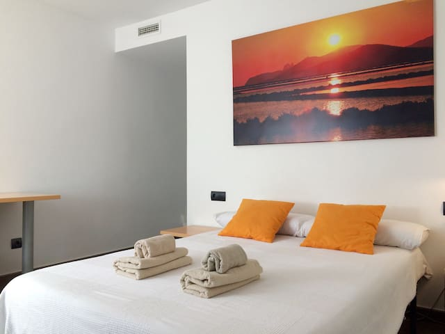 Room 2PAX/Ensuite Bathroom/Ibiza Town (1A) - Ibiza - Condominium