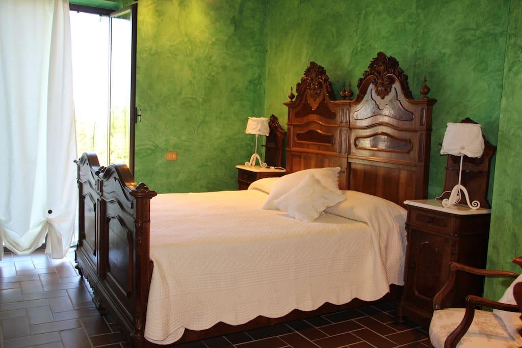 La stanza Smeraldo , bagno privato e finestra sul giardino