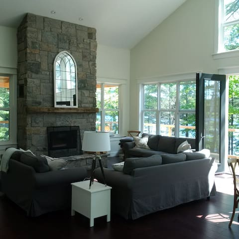 Lakeside Luxury and total privacy in Muskoka - Bracebridge - Cottage