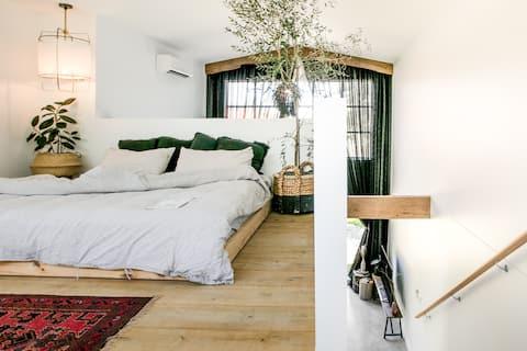 The Pool House—Cool Designer Loft Close To Beach