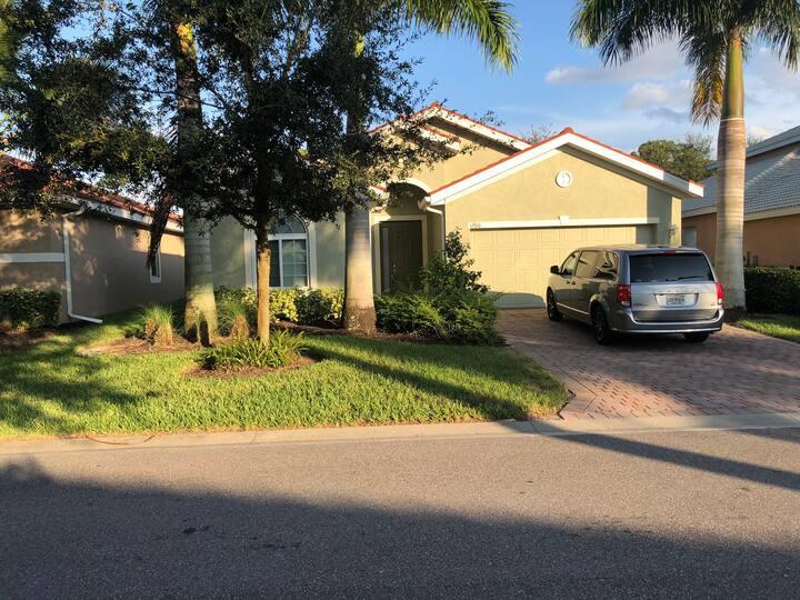 Spacious Florida Getaway in Resort Style Community