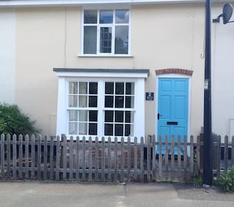 Lovely 2 bedroom 19th century terraced cottage