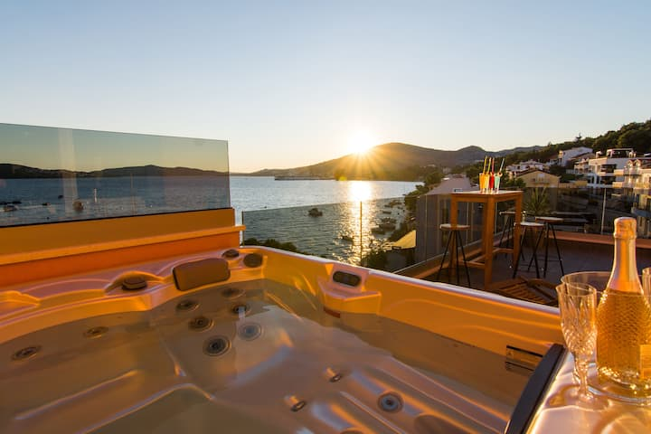 Two Bedroom Apartment, beachfront in Trogir, Outdoor whirlpool, Balcony