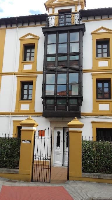 Fachada principal de AT Villa Manola