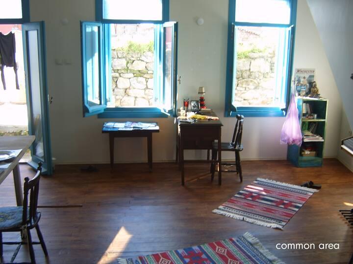private floor (double )w  balcony