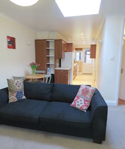 Bright & spacious 1 bedroom flat Greater London - Pinner - Lejlighed