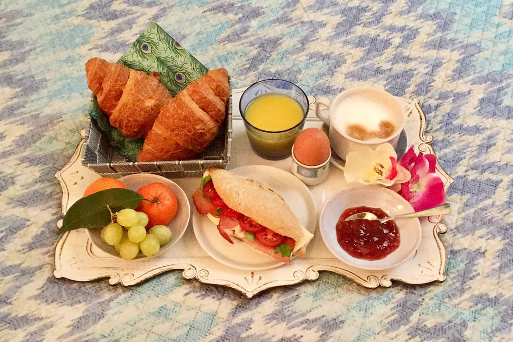 Breakfast in bed can be added for 7 euros per person :)