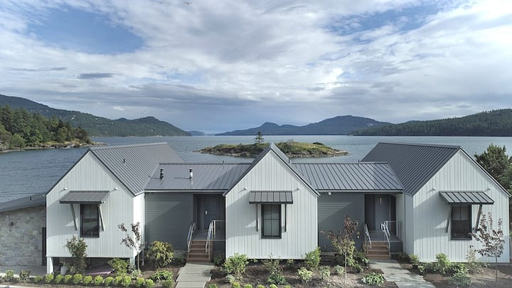 Lux Beachfront Studio w/View on Orcas Island