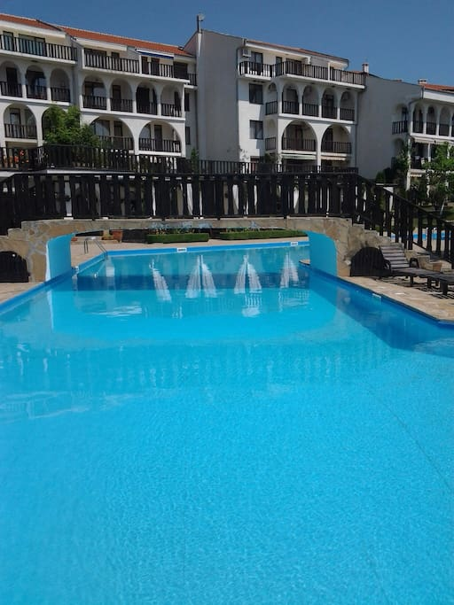 В Комплексе Камбани бассейн для взрослых и второй для детей