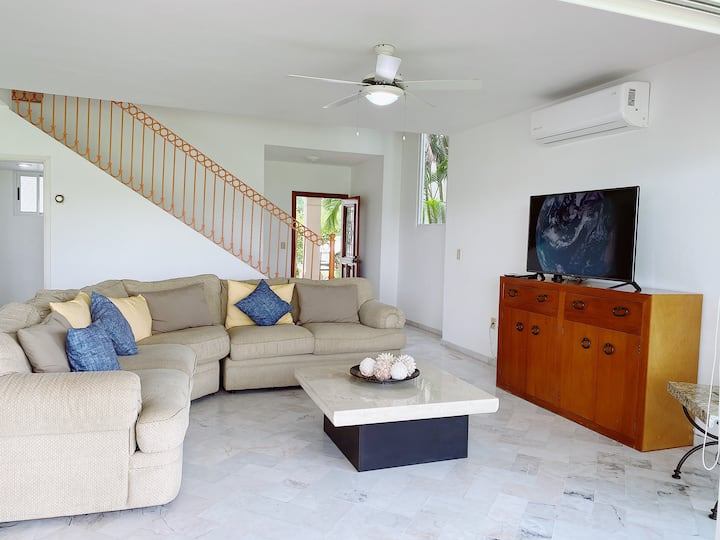 Great Villa with direct access to Ocean and Pools