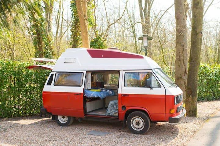 Original Volkswagen Camper / Close to city center