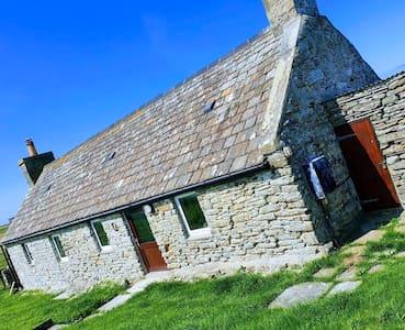 Charming Crosskirk Cottage