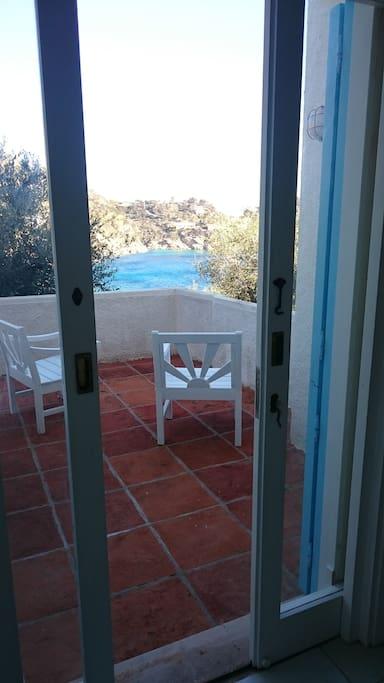 terrazza tra olivi e mare