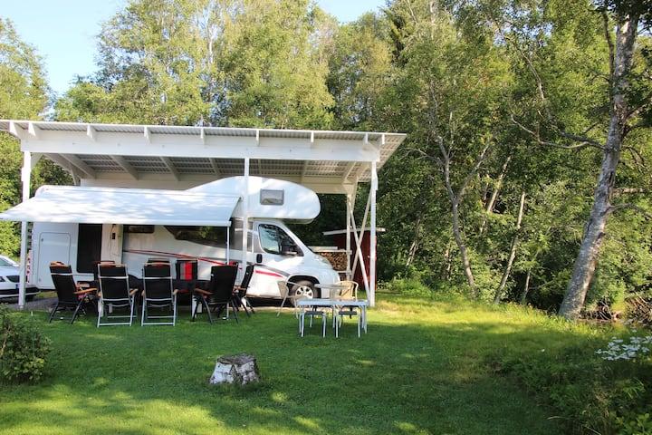 Husbil i Sunnanäng vid Jädraån