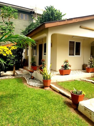 Quiet guesthouse w/ garden, 10mn from Accra Mall