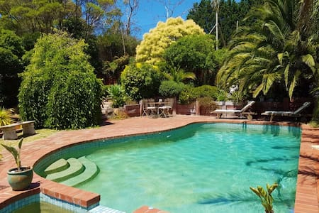 Private Retreat with Pool & Tennis Court - Mount Eliza