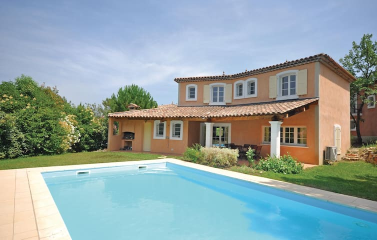 Holiday cottage with 4 bedrooms on 135m² in Fayence