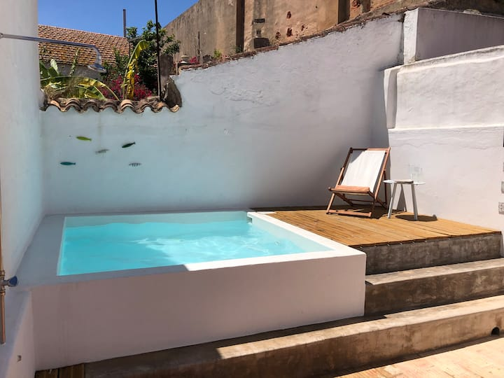 Old town house & sunny patio with private pool